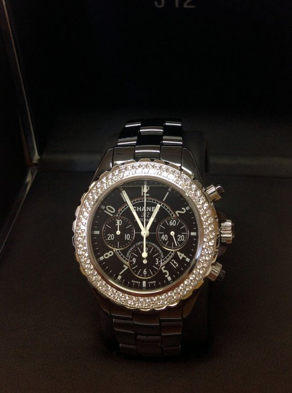 Chanel-replica-J12-Chronograph-H1009-Twin-Row-Diamond-Bezel-Black-Ceramic.jpg
