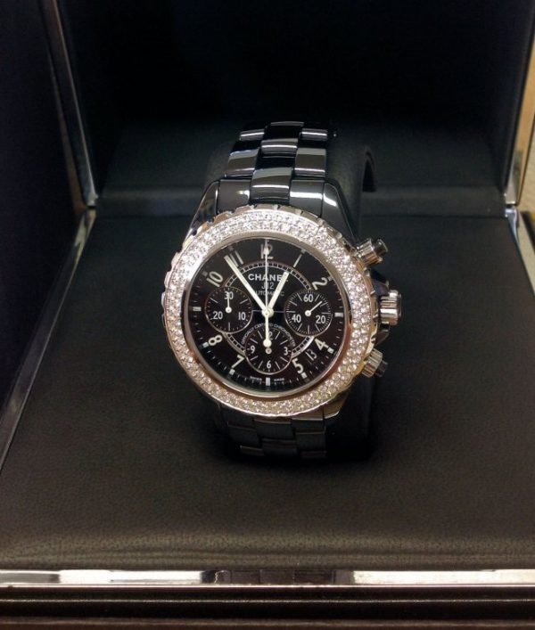 Chanel-replica-J12-Chronograph-H1009-Twin-Row-Diamond-Bezel-Black-Ceramic3.jpg