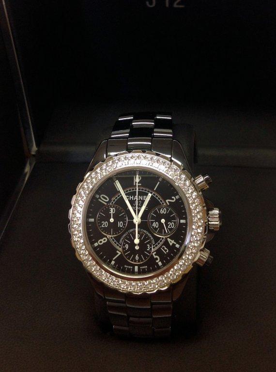 Chanel-replica-J12-Chronograph-H1009-Twin-Row-Diamond-Bezel-Black-Ceramic4.jpg
